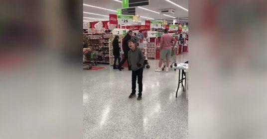 autistisch-jongetje-zingen