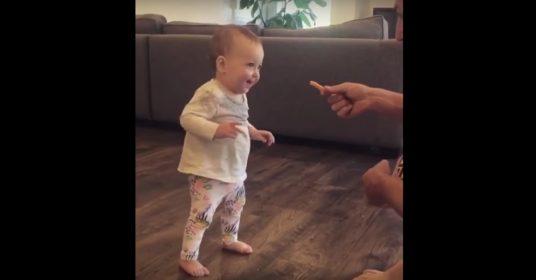 baby-frietje-eten